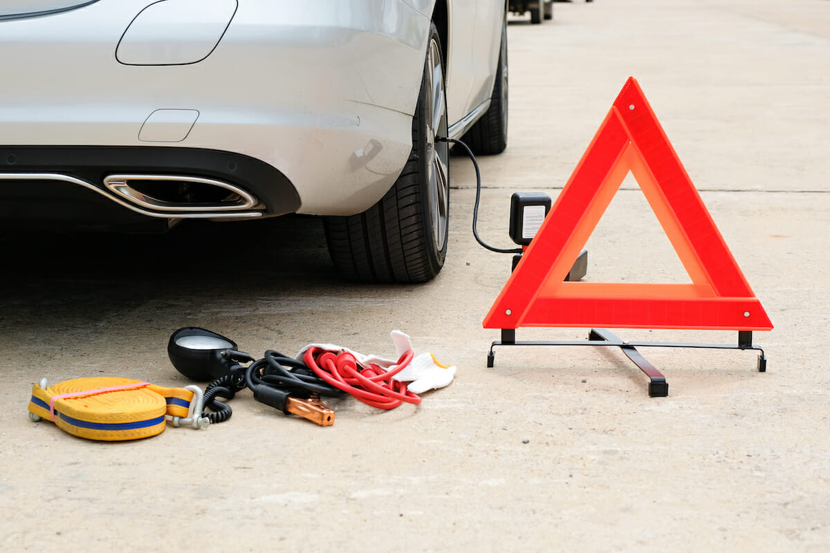 Must-Have Items For An Emergency Roadside Assistance Kit